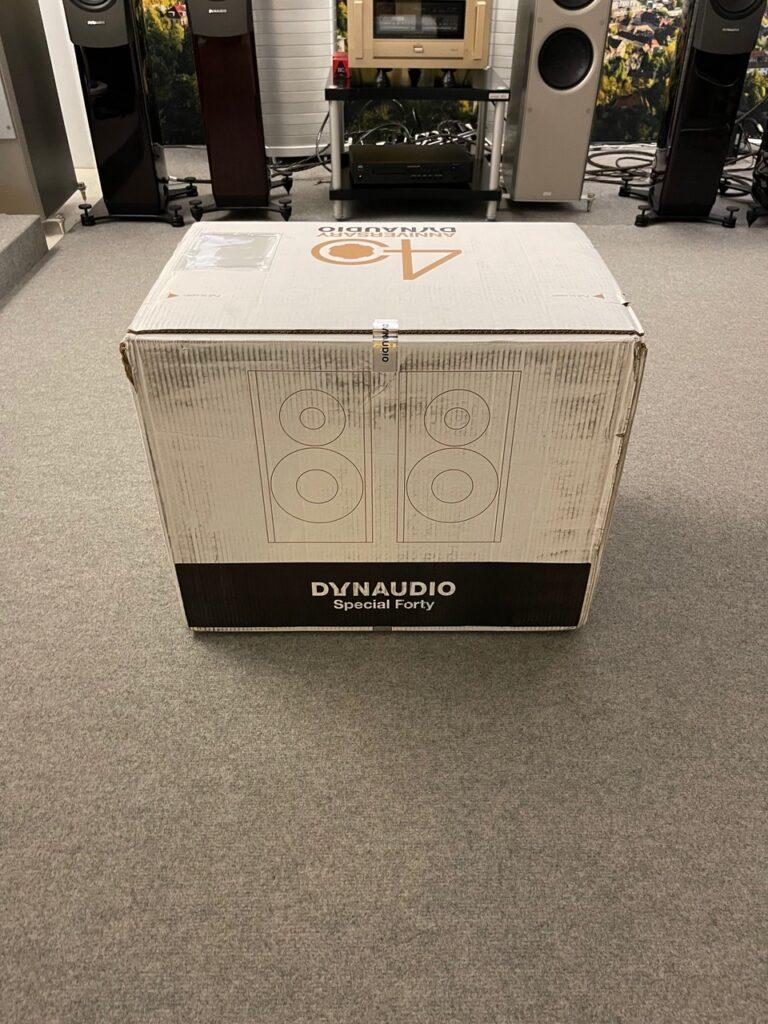 Special Forty von Dynaudio in Black Vine in Stuttgart